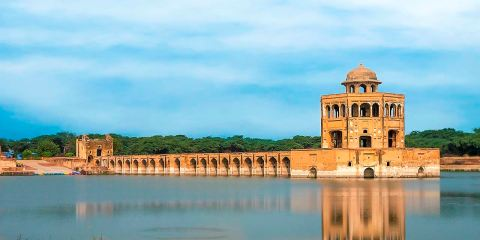 A massive rectangular water-tank pool measuring 229 metres by 273 metres lies at the heart of the complex.