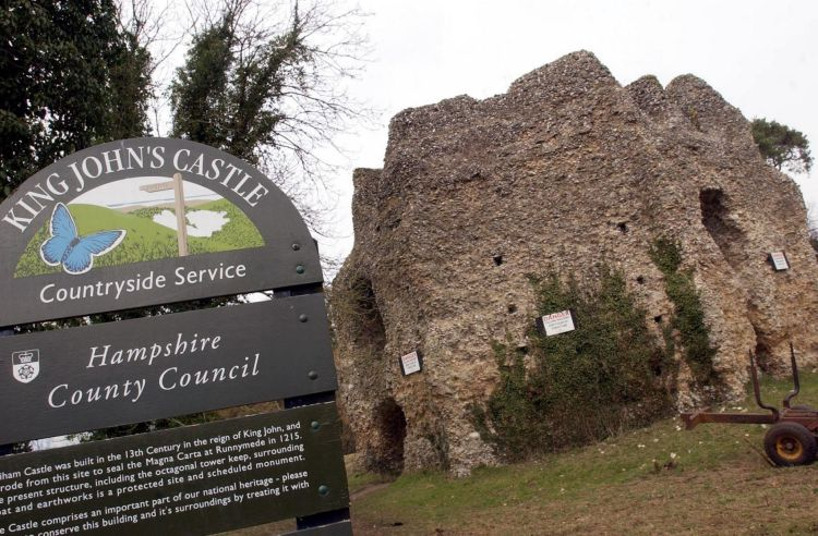 The Odiham castle built on 20 acres of land, took 7 years to complete.  The castle had a two-storey stone keep and a square moat, raised banking and palisades.