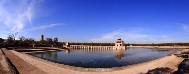 Hiran Minar was built at the site of a game reserve in honors of Mughal Emperor Jahangir's pet antelope, due to his fondness of nature and relationship between human's pets and hunting.