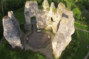Particularly, the stronghold also had a domus regis or king's house. By the end of 15th century Odiham was used only as a hunting lodge, and in 1605 it was described as a ruin.