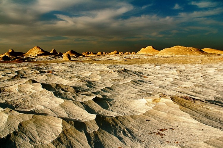The white desert is clear contrast with the yellow desert elsewhere, something which you will not believe before seeing with your own eyes.