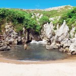 Playa de Gulpiyuri – A Strange Beach in the Middle of a Meadow