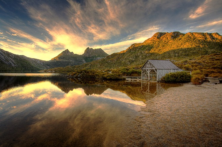 Dove Lake is a very popular visitor place owing to its immense scenic beauty, encircled by well-maintained walking paths which also lead up onto Cradle Mountain.