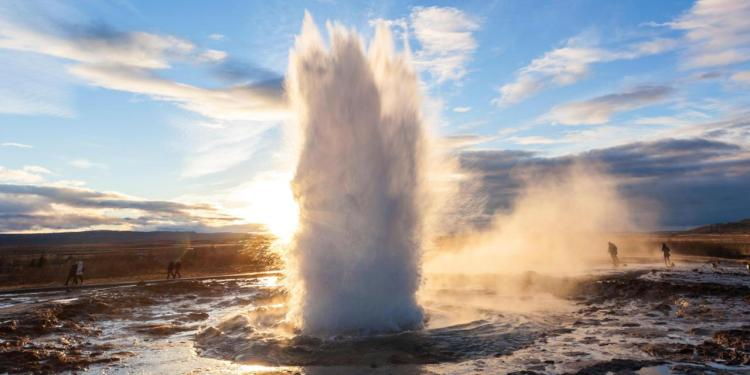 How does a geyser work? Basically, a geyser requires a heat source cooling magma, a source of water, permeable rocks through superheated waters can rise and a pressure-tight chamber or series of chambers where pressure can build up prior to eruption.