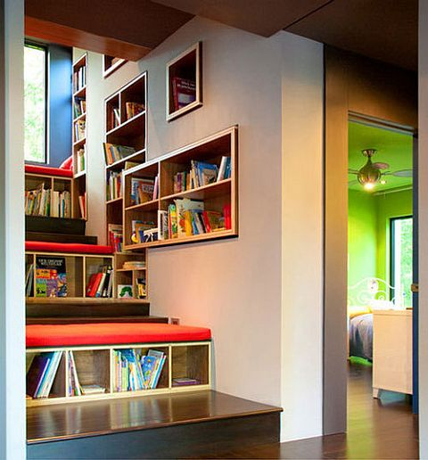 Bookcase_In_stairs.jpg