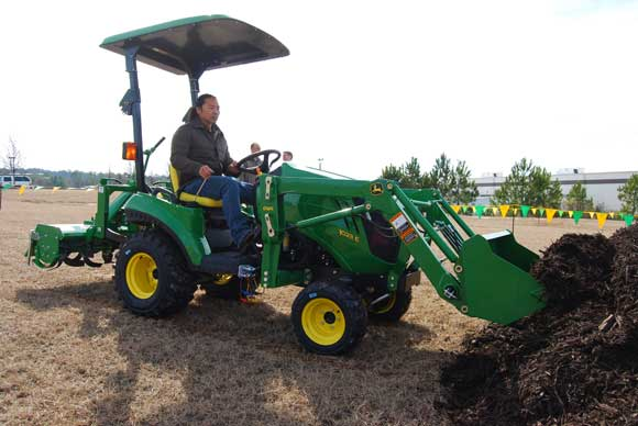john-deere-1023e-subcompact-tractor.jpg