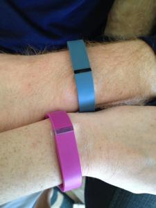 can you manually enter steps into fitbit