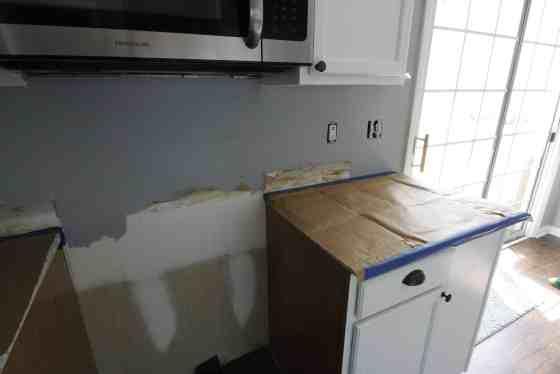How to Hang a Tile Bar Glass Subway Tile Kitchen Backsplash - Charleston Crafted