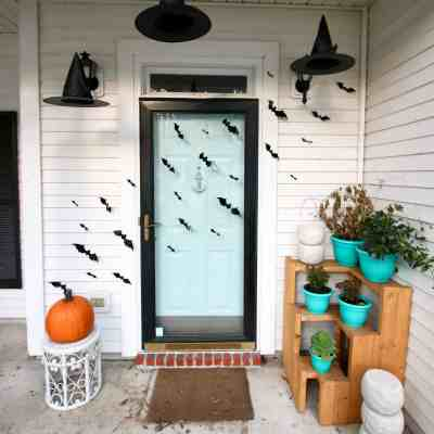 Spooky Halloween Porch Decor & a Link Up!