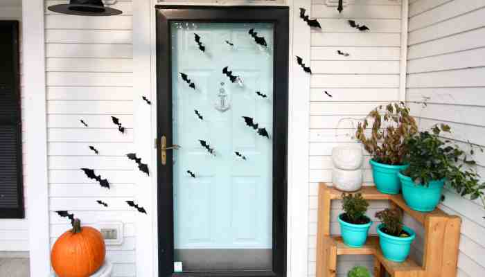 Spooky Halloween Porch Decor & a Link Up!