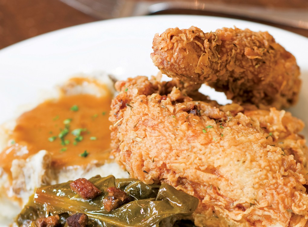 ExploreCharleston_Virginias_FriedChicken