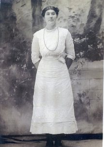 Myrtie Lee Dawkins Parnell, 1915, Bradley County, Arkansas, Wife of Grand Uncle, She was married to James Edward Parnell in 1915, Myrtie Dawkins Parnell-ca1915.jpg