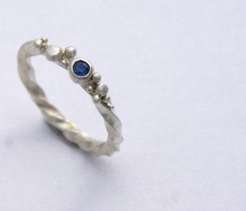 Sapphire circular bubble ring
