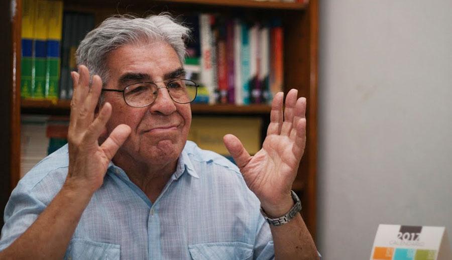 Juan (81) is verliefd, maar weet niet of het wederzijds is.