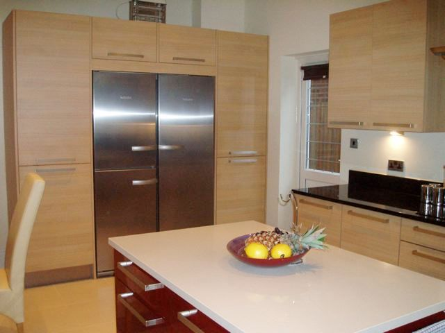 Designer Fitted Kitchen In Oak Amp Red Gloss Lacquer
