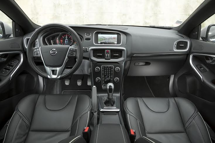 nouvelle volvo v40 un dernier remaquillage avant le. Black Bedroom Furniture Sets. Home Design Ideas