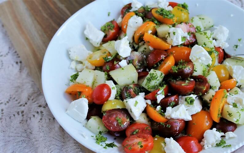 Tomatsalat med melon, feta og persille