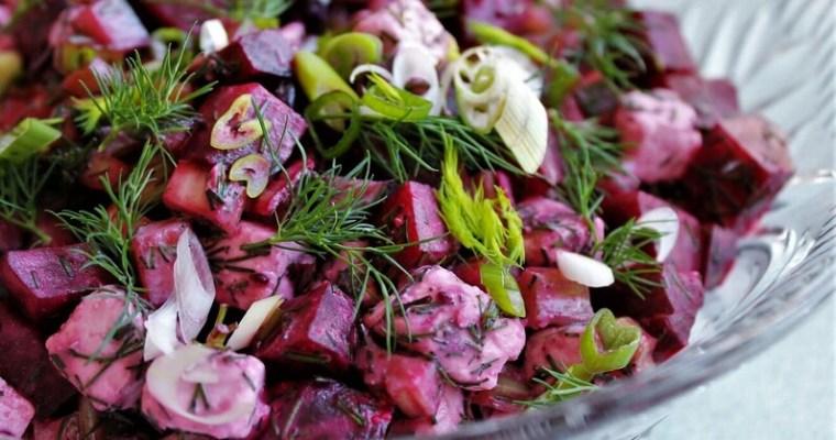 Rødbedesalat med feta og solbær