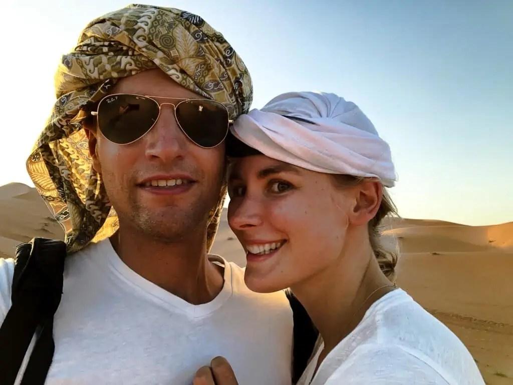 Maroc désert piste chameaux