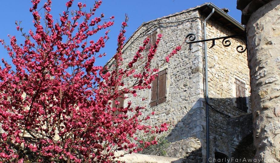 Mirmande village fleuri