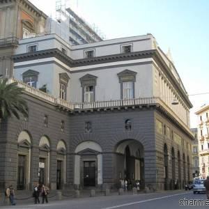 Il portico esterno del  Teatro San Carlo