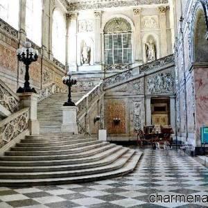 napoli-palazzo-reale-scalinata