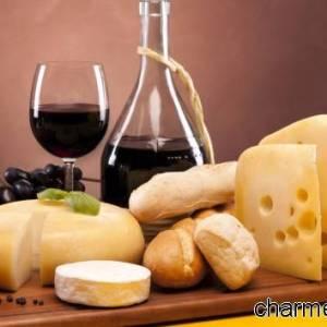 Tagliere di vino e salumi