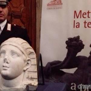 La testa sfinge recuperata dai carabinieri