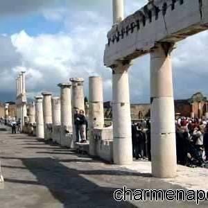 Pompei, le colonne del foro