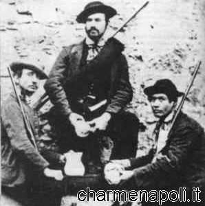 Tre briganti in posa per il fotografo copia