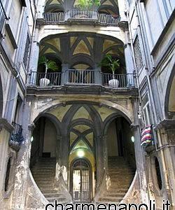 Napoli, palazzo Mastelloni