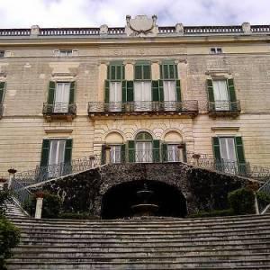 La scalinata della villa