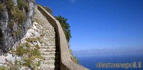 Capri, una suggestiva immagine della Scala Fenicia