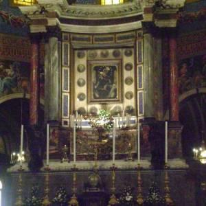 Il Quadro della Madonna del Rosario sul Trono dell'Altare Maggiore del santuario di Pompei