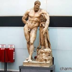 La copia dell'Ercole Farnese in mostra nella stazione Museo