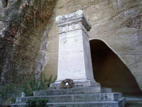 La tomba di Leopardi