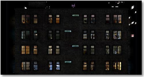 beleuchtete Fenster bei Nacht