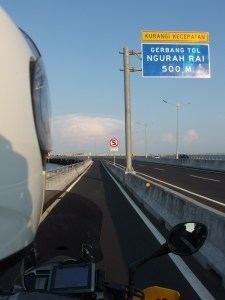 Extra lane for motorcycles.