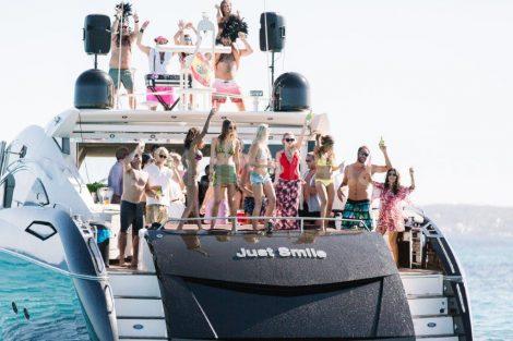 Festa no yate em Ibiza