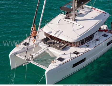 Foto com charter catamara drone Ibiza Lagoon 40