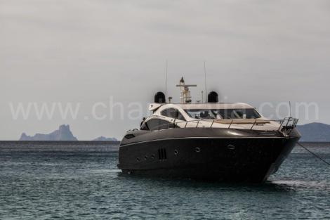 Aluguer de barcos em Ibiza Sunseeker Predator 82