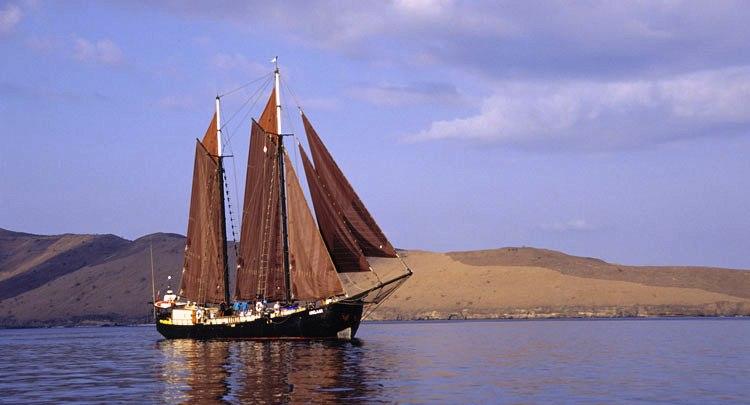 Yacht ADELAAR Staadskanal Shipyards CHARTERWORLD Luxury