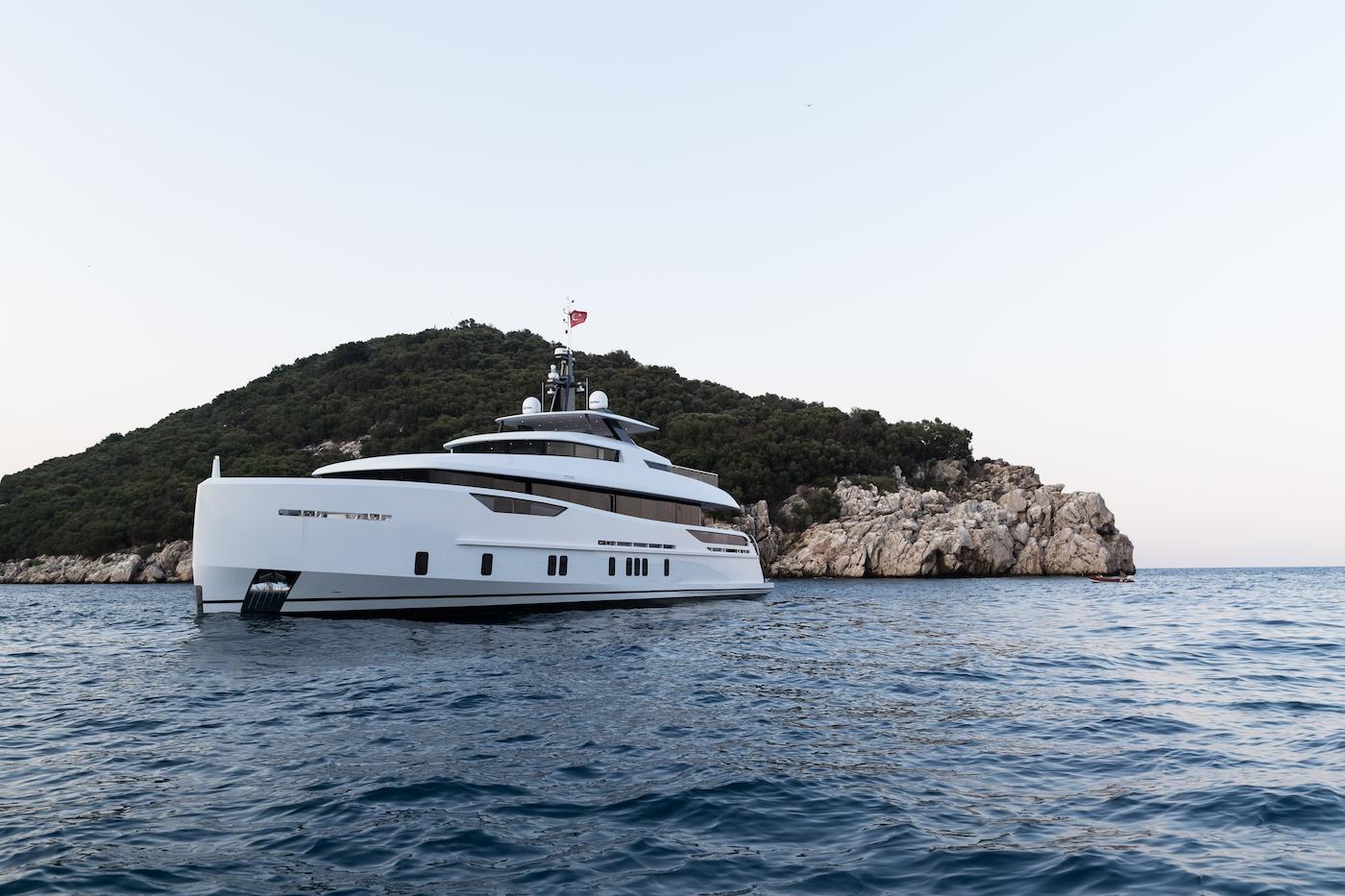 Yacht NOZOMI II Alia Yachts CHARTERWORLD Luxury
