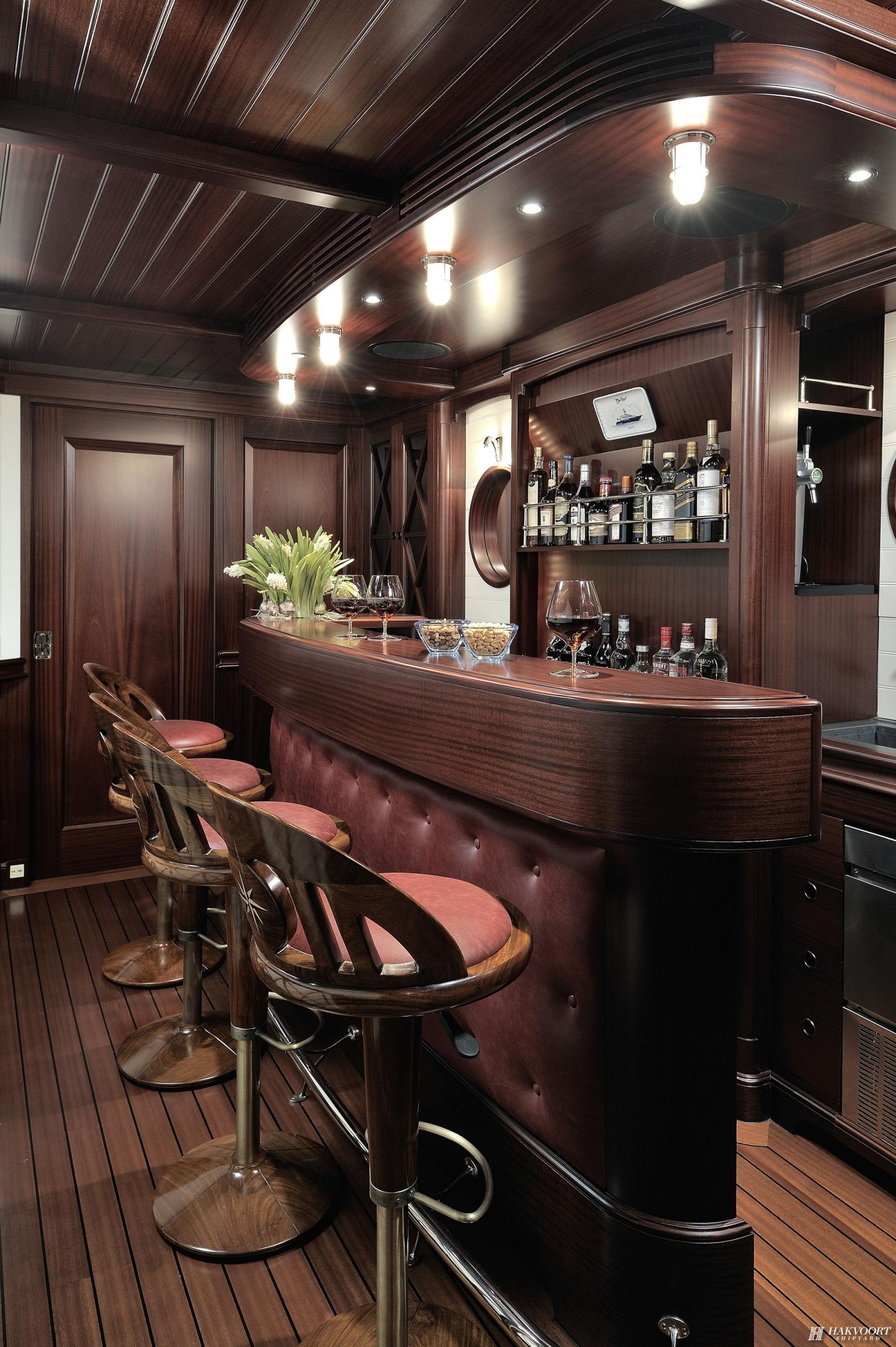 Yacht AWATEA Hakvoort  CHARTERWORLD Luxury Superyacht