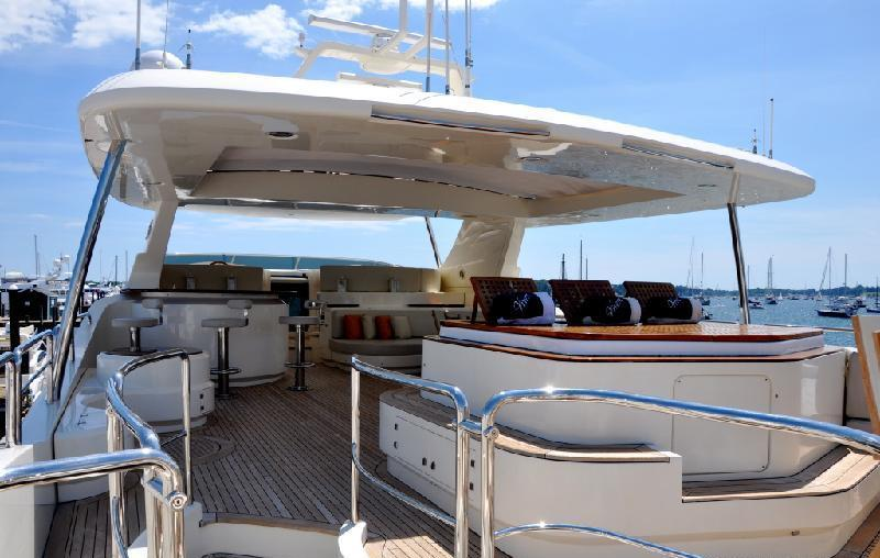 VIVERE Sundeck Retractable Roof Luxury Yacht Browser