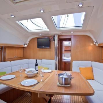 barca a vela charter yacht (14)