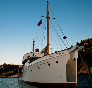 Coralisle Moto Yacht 75″
