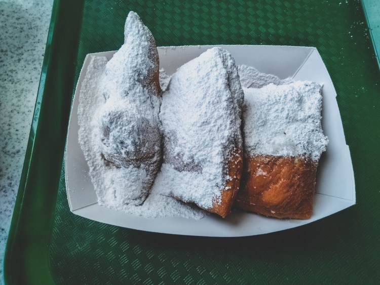 Five Things I Loved in New Orleans | These are things to experience in New Orleans whether you try to or not. The food, the alcohol, the culture, and more. All uniquely New Orleans. | Beignets from Cafe du Monde | Chasing Departures | #neworleans #whattodoinneworleans #louisiana #southernus #south #beignets #cafedumonde