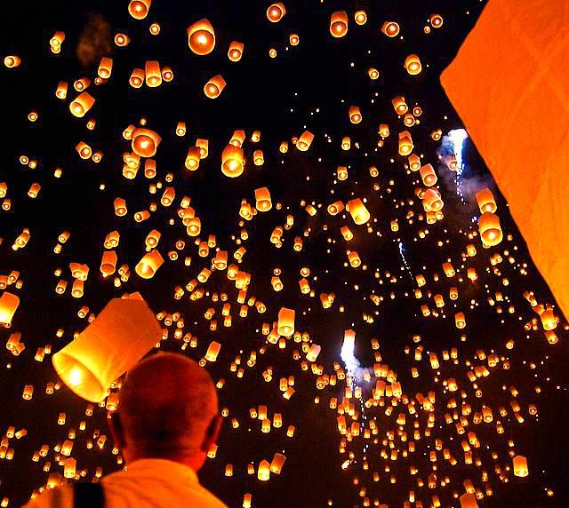 Yi_peng_sky_lantern_festival_San_Sai_Thailand_Asia