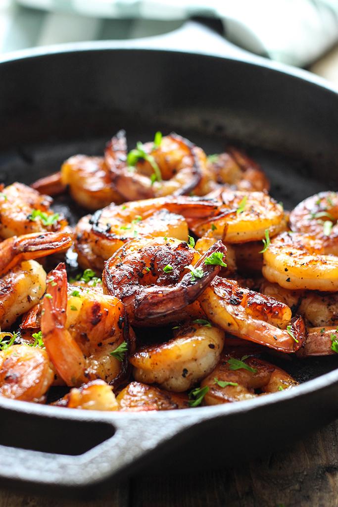 5 ingredient honey garlic shrimp skillet